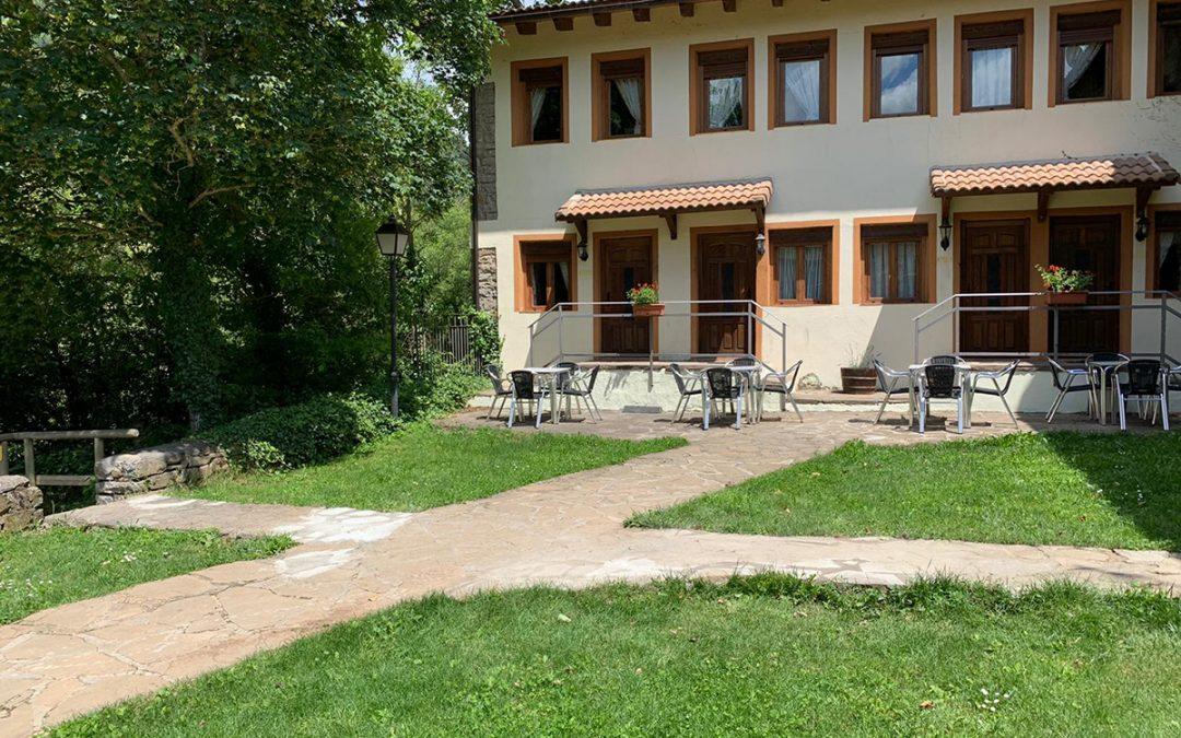Habitaciones y apartamentos en Jaca, Hotel Charlé en plena naturaleza y junto al Río Aragón